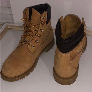 "Timberlands Woman's 6"" Premium Boot"